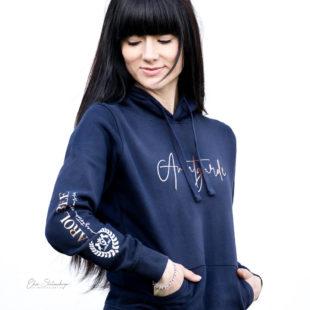 carolbee-hoodie-rosalee